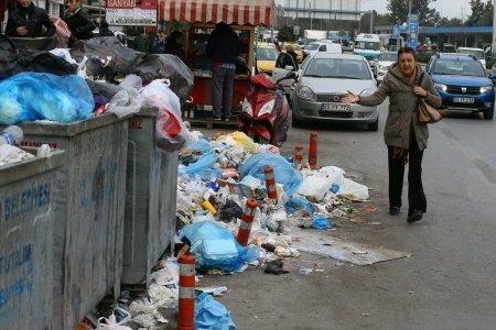 Karabağlar'da Çöpler Toplanmıyor
